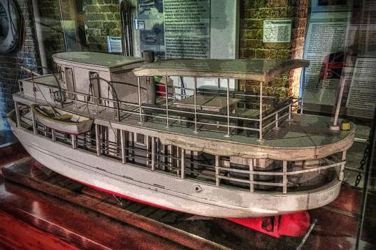 Riverboat WEB